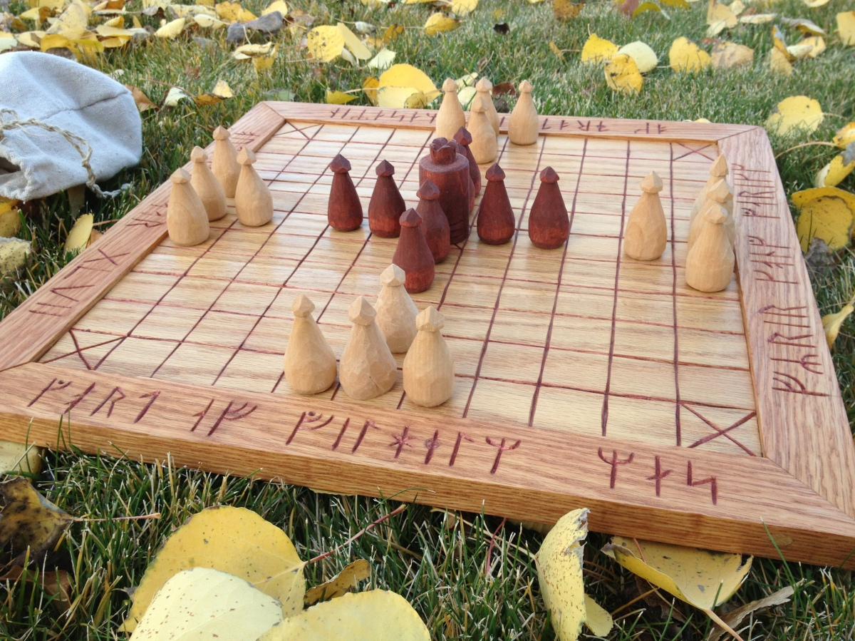 Reconstructing an early 12th century board game (chess and hnefatafl)